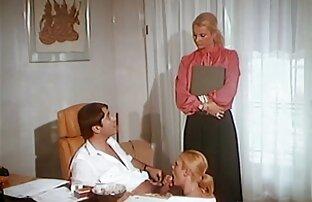 عيد ميلاد سعيد لامرأة ناضجة والسماح لها بالذهاب في سكس أجنبية مترجمة دائرة على الطاولة