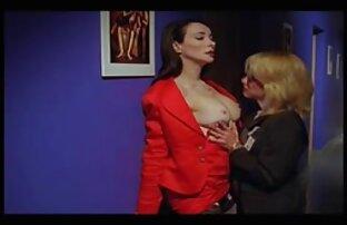 امرأة سمراء جميلة في جوارب افلام اباحية اجنبية مترجمة سوداء مارس الجنس في اثنين من الثقوب في مرة من قبل الأصدقاء
