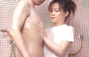 امرأة سمراء جميلة في الملابس الداخلية افلام اجنبية مترجمة sex السوداء مارس الجنس الزوج على سرير واسع